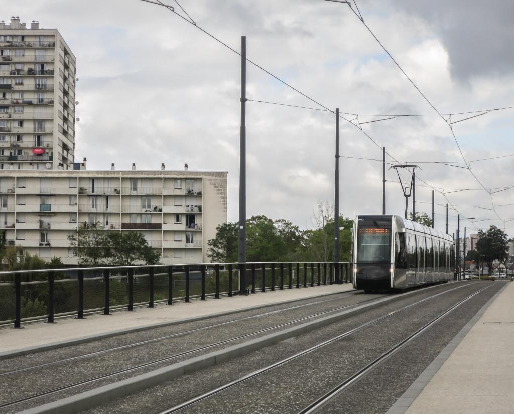 071 Alstom Citadis 402 Fil Bleu - 1 septembre 2015 (Pont sur le Cher - Tours)