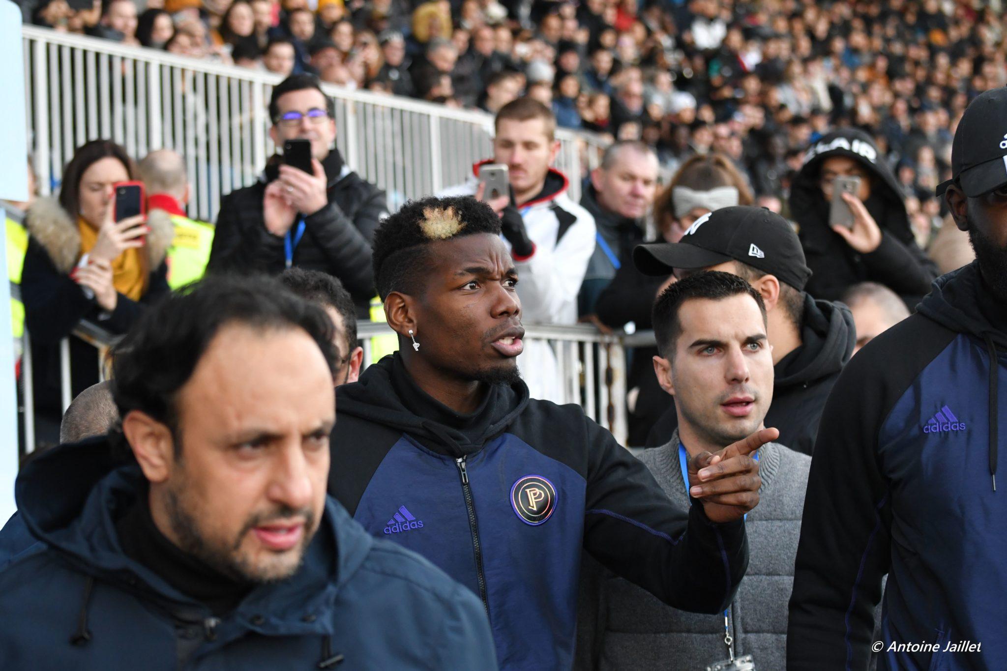 Paul Pogba arrivant sur le terrain